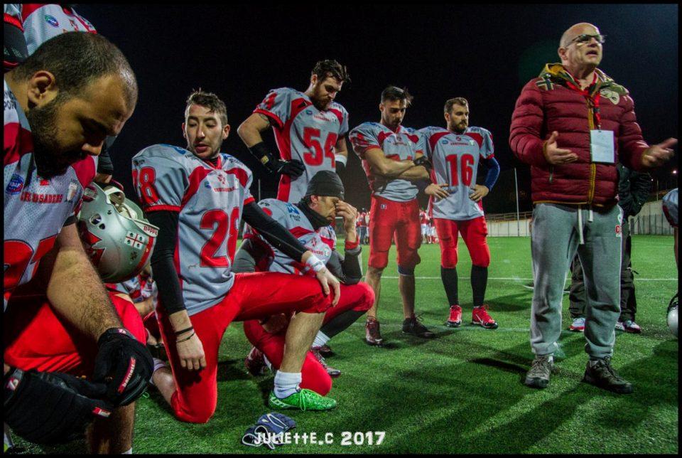 L'head coach Fiorito circondato da crociati (Foto Giulia Congia)